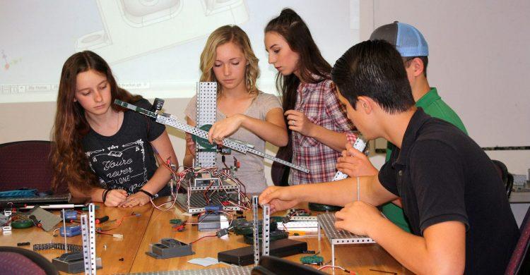 Palestine students work on building robot